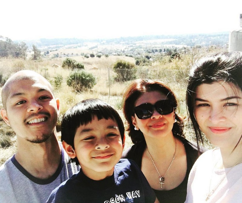 47 photos of Sandy Andolong's family that proved beauty runs in their blood